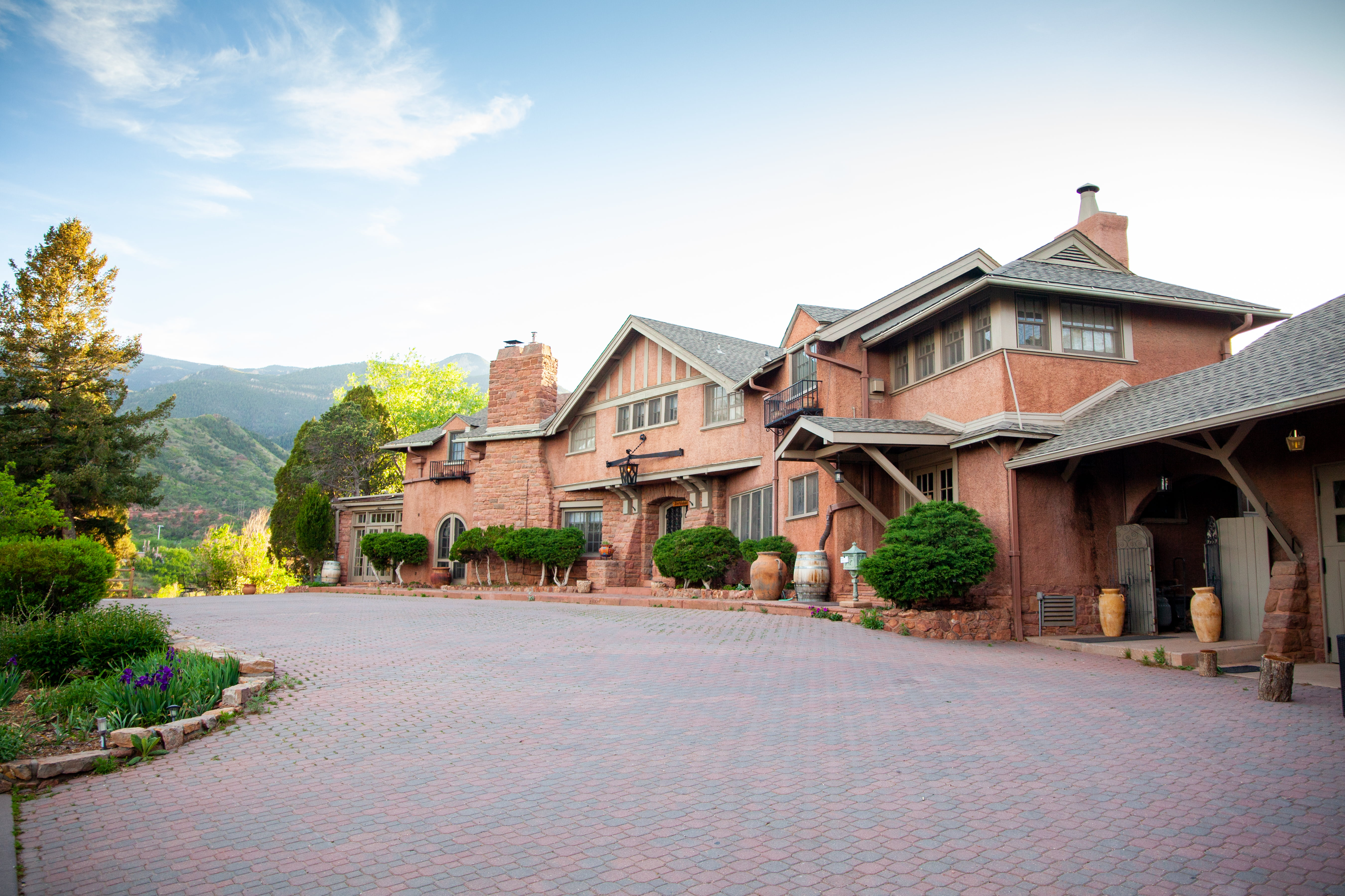 SunMountain Center – Yoga & Wellness Retreat Center in Manitou Springs, CO