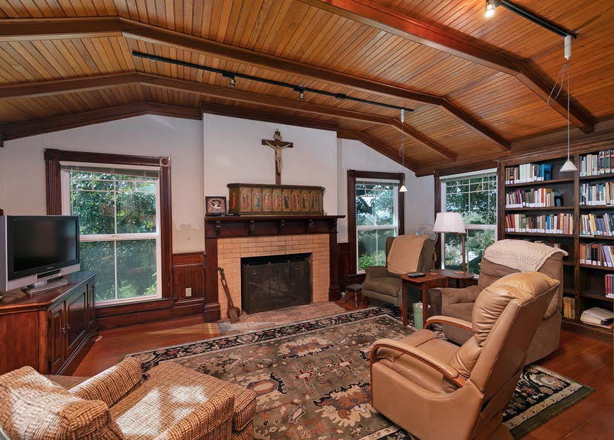 Library / Spiritual Gathering Room